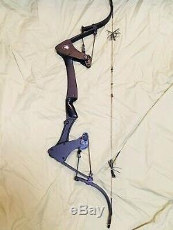 Beautiful Oneida Eagle Black Bow Fishing Hunting Right Medium Draw 25-45-65
