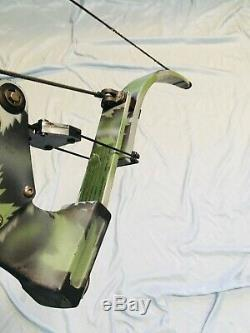 Rare Oneida Strike Eagle Bow Fishing Hunting RH 28-50-70 lbs Med Draw Excellent